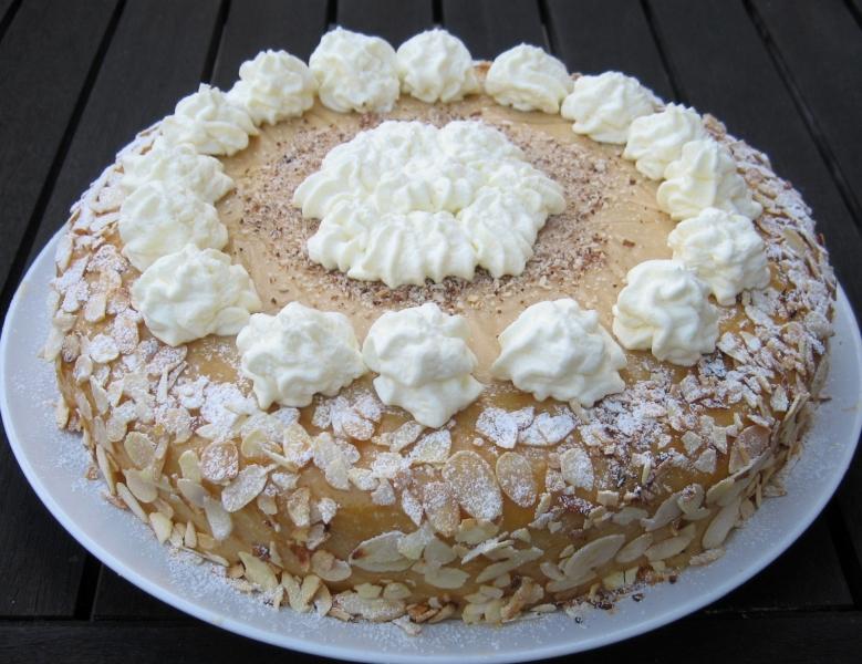 Kirsch-Marzipan-Torte